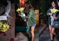 Ölen eski İngiliz istihbarat subayının ofisinin önüne gelip çiçek bıraktı Dikkat çeken not...