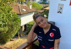 Türk futbolcu Aycan Yanaç güzelliğiyle büyülüyor
