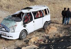 Diyarbakırda öğrenci servisi şarampole devrildi: 1i ağır 9  yaralı