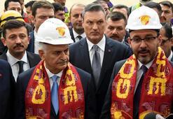 Bakan Kasapoğlu, İzmirde yapımı süren statları gezdi