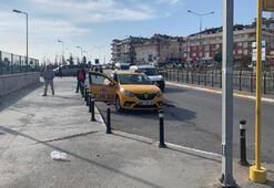 Tartıştığı yolcu taksiciyi bacağından vurdu
