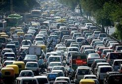 Trafik durumu nasıl İstanbulda trafik yoğunluğuna dikkat...