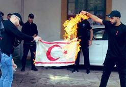 KKTC bayrağı yakan Rumların kimlikleri tespit edildi