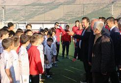 Bülent Uygundan futbol akademisine ziyaret