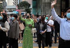 Hong Kongda sokakları yine doldu, okullar açıldı