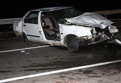 Otomobil bariyerlere çaptı: Ölü ve yaralıalr var