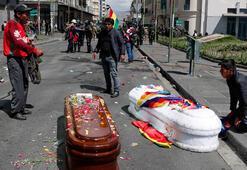 Cenazeyle yürüyüşe biber gazı