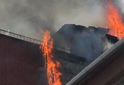 Kadıköyde 3 katlı binanın çatısı alev alev yandı