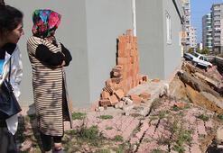İstinat duvarı çöktü Bina tahliye edildi