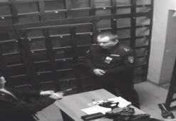 Gözaltında polise silah çekti