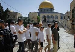 Yaklaşık 200 fanatik Yahudi Mescid-i Aksaya baskın düzenledi