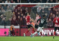 Manchester United şokta 6 gollü maç...