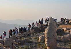 Nemrut Dağında turist yoğunluğu