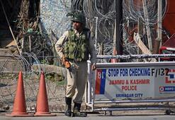 Cammu Keşmirde bombalı saldırı: 2 ölü