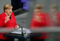 Merkel: Türkiyenin NATO üyesi kalması lazım