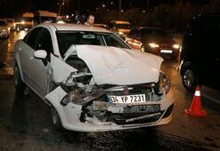 İstanbulda iki otomobil çarpıştı Yaralılar var...