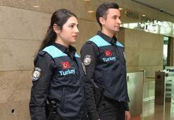 Memnuniyeti değerlendiren cihazlardan sonra pasaport polisinin kıyafeti de değişti