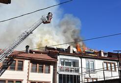 Kütahya'da çatı yangınını itfaiye söndürdü