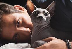 Birand Tunca ve kedisi Marsın pozları olay oldu