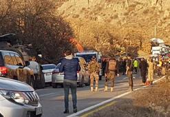Son dakika: Tuncelide askerleri taşıyan zırhlı araç devrildi Yaralılar var