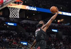 NBAde 2 uzatmaya giden Teksas derbisini Spurs kazandı