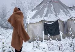 Kar altında bekliyorlar