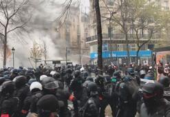 Fransada göstericiler ile polis arasında arbede