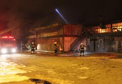 Sanayi sitesinde yangın çıktı Saatler sonra söndürüldü...