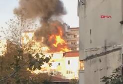 Çağlayanda 4 katlı binanın çatısında yangın