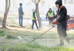 Temizlik ekipleri görevinin başında