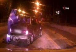 Rus trafik polisi hareket halindeki araca binerek sürücüyü durdurdu