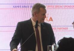 TÜSİADın konferansında çeviri krizi Kürsüden indi