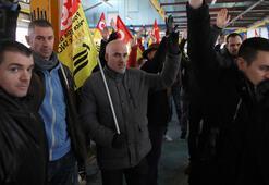Macron karşıtları yine sokağa çıkıyor