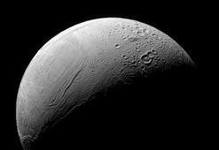 Satürnün uydusu Enceladustaki kaplan sırtı deseninin sırrı çözüldü