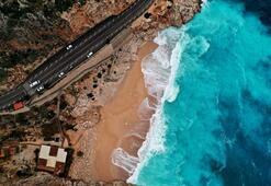 Dünyaca ünlü plajda yağmur sonrası görsel şölen