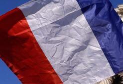 Fransada bir polis daha sarı yelekliye şiddetten dolayı ceza aldı
