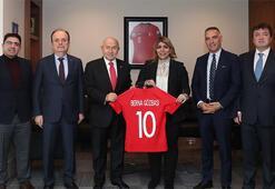 Berna Gözbaşı, TFF Başkanı Nihat Özdemiri ziyaret etti