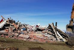 Maçkada 5 kaçak yapı yıkıldı