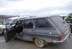 Kütahyada otomobiller çarpıştı: 1 ölü, 2 yaralı