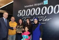 50 milyonuncu yolcuya hediyeleri Cumhurbaşkanı Erdoğan verdi