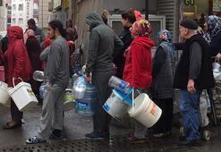 Yer: İzmir Bu fotoğraf bugün çekildi... Yağmur altında su kuyruğu