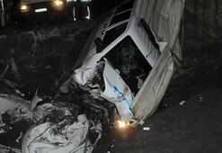 Şüpheli araç polis otosuna çarptı 2si polis 3 yaralı