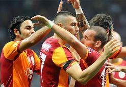 Sneijder, jübilesine Selçuk İnan ve Burak Yılmazı çağırdı