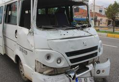 Servis minibüsü ile kamyon çarpıştı, 6 zeytin işçisi yaralandı