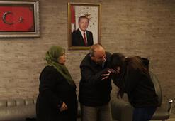 HDP önündeki ailelerden biri daha çocuğuna kavuştu