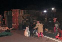 Son dakika | Çanakkalede düzensiz göçmenleri taşıyan kamyon devrildi Çok sayıda yaralı var...