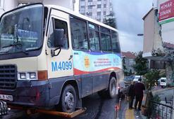 Güngören'de binanın duvarına çarpan minibüsteki 3 yolcu yaralandı