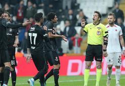 Beşiktaş taraftarından hakeme tepki Çift kırmızı...
