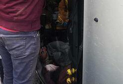 Pendikte takla atan araçta sıkışan kadını itfaiye kurtardı