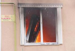 Babasını dövdü, kendisini eve kilitleyip yangın çıkardı